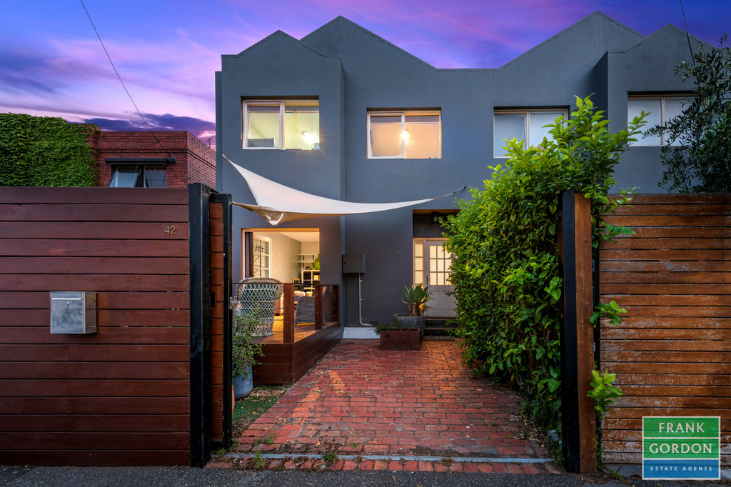 DELIGHTFULLY RENOVATED IN A BRILLIANT POSITION
