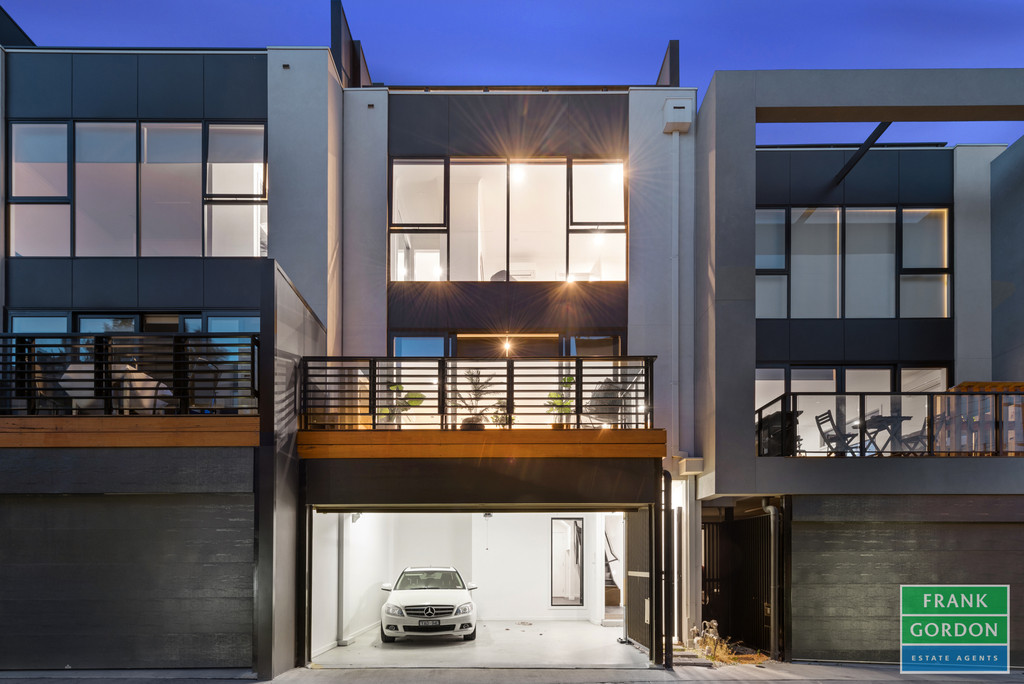 Luxurious Low Maintenance Family Living Over 4 Fabulous Levels