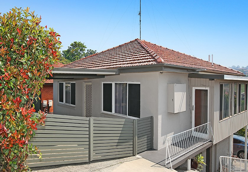 PRIVATE 2 BEDROOM UNIT WITH WATER USAGE, FOXTEL, INTERNET & LAWN MAINT INCLUDED!!