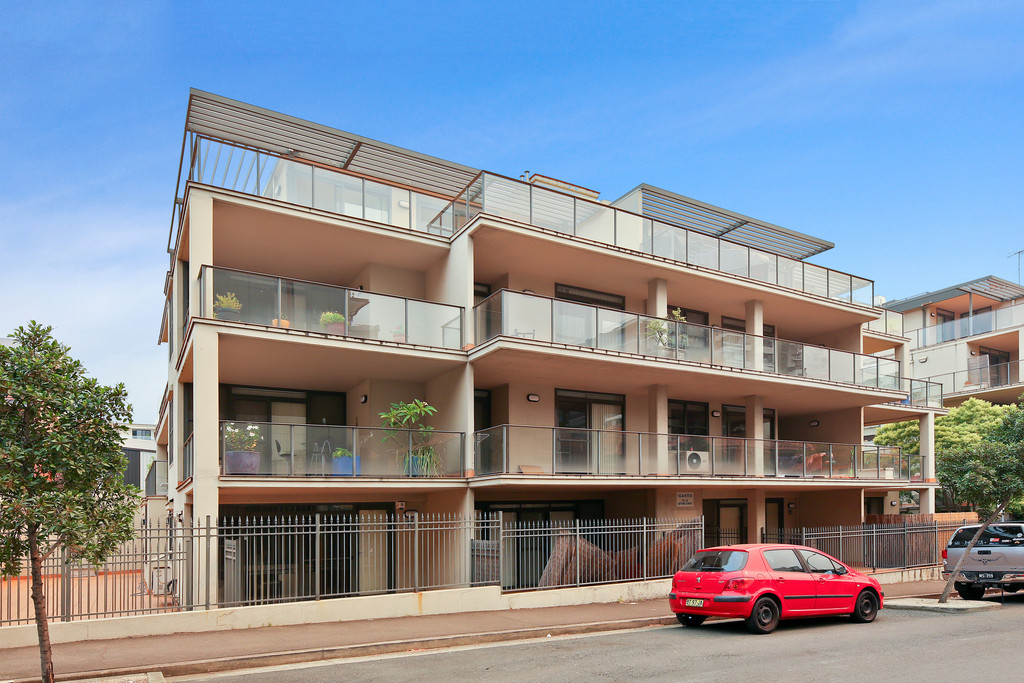 3 Bedroom Penthouse with Private Rooftop Terrace! Put in an Offer