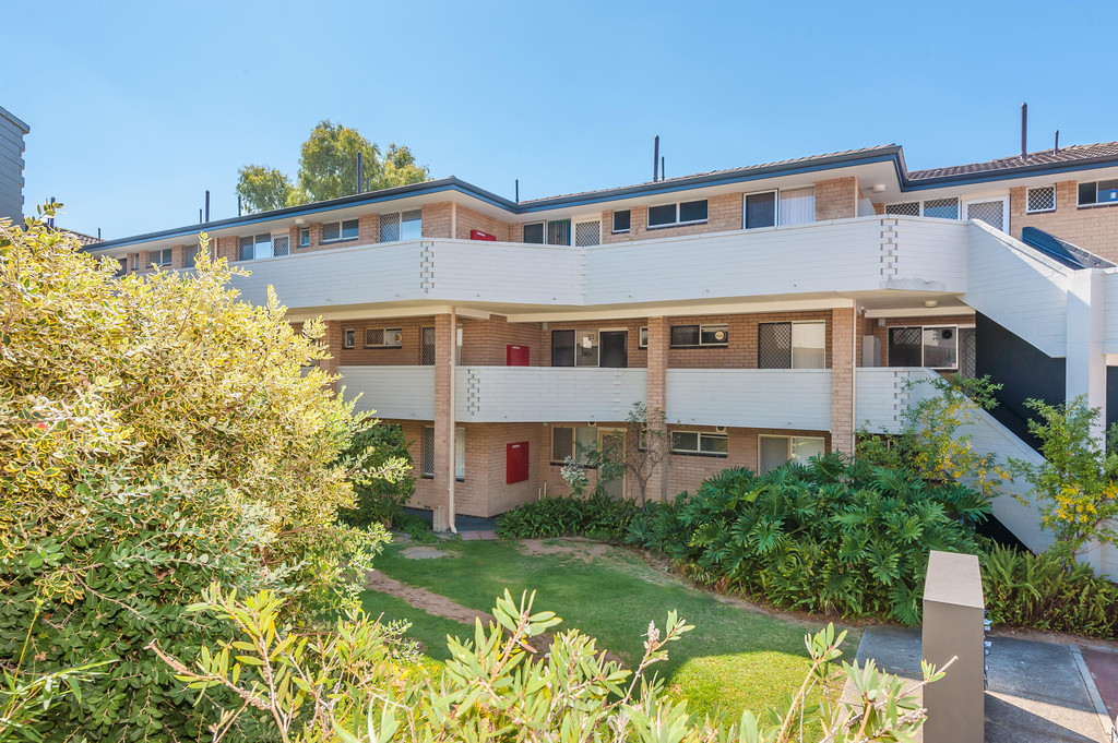 Spacious 2 Bedroom Unit In Great Location!