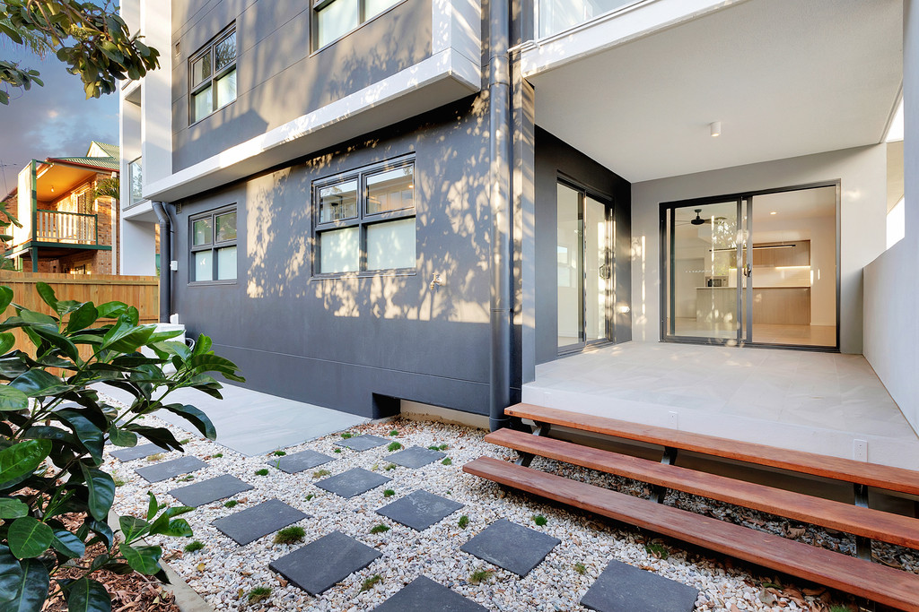 Brand new stunning apartment with a HUGE pet friendly courtyard