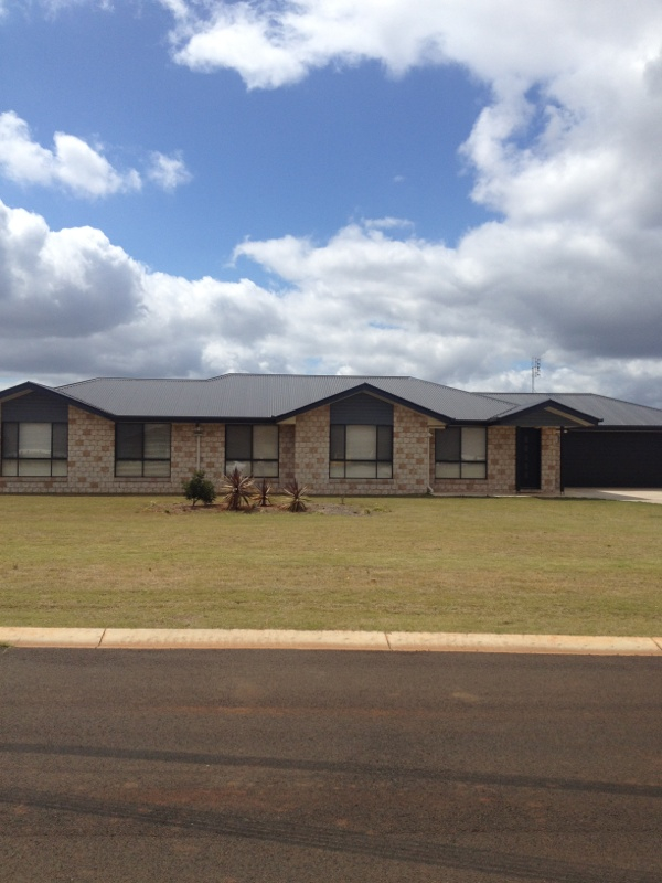 LARGE MODERN FAMILY HOME IN SOUGHT AFTER AREA!