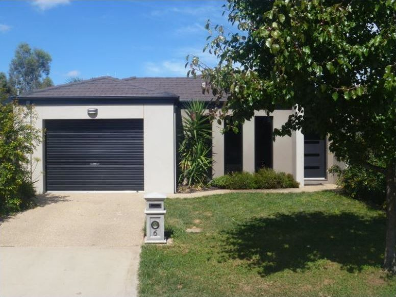 MODERN 3 BEDROOM HOME WITH LOW MAINTENANCE YARD