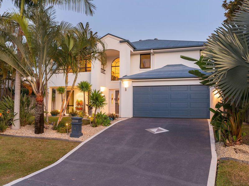 Huge family home, great location, awesome value!