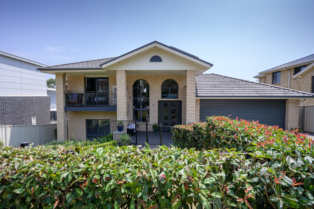 Stunning Spacious Family Home in Ideal Shell Cove Location