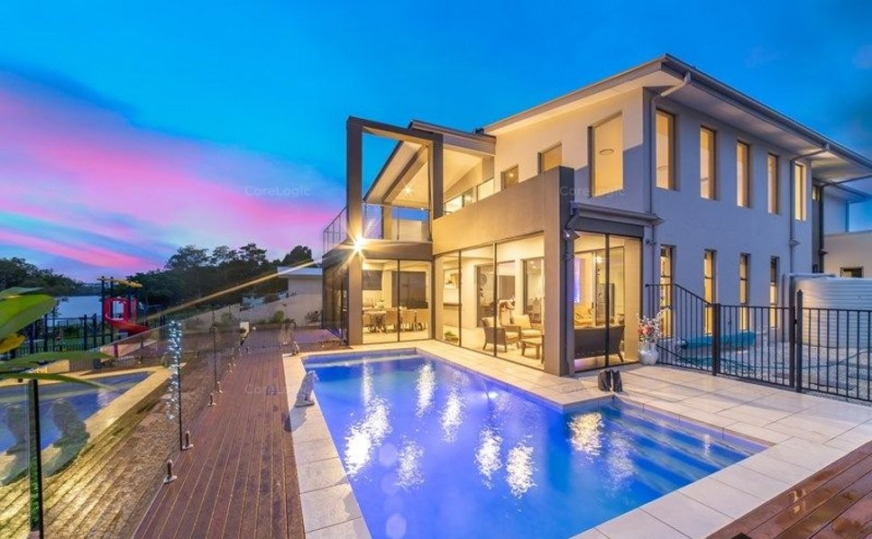 NORTH TO WATER, FABULOUS FAMILY HOME WITH POOL AND MARINA BERTH
