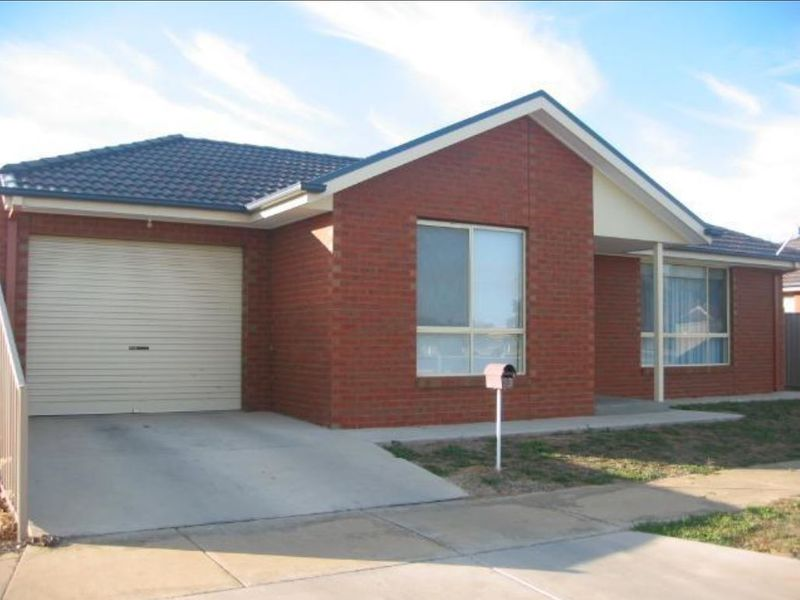 3 BEDROOM TOWNHOUSE, SOUTH SHEPPARTON