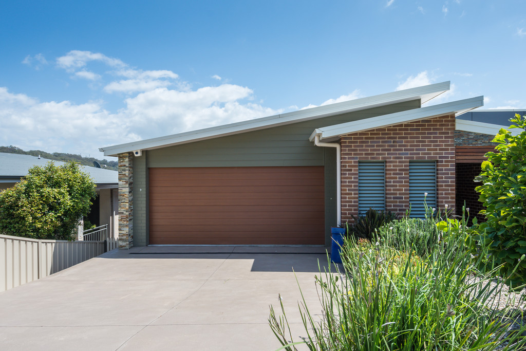 Contemporary Designer Family Home with Escarpment Vista