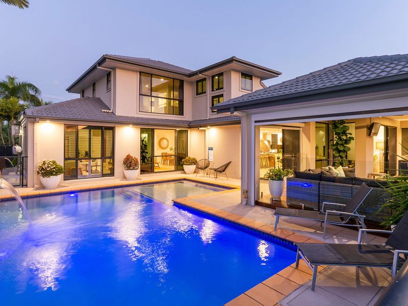 WATERFRONT STYLE & SOPHISTICATION