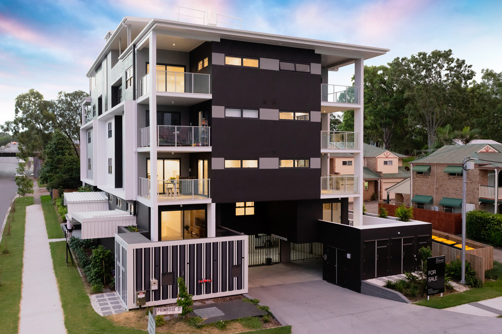 Brand new stunning 2 bedroom apartment over two levels.