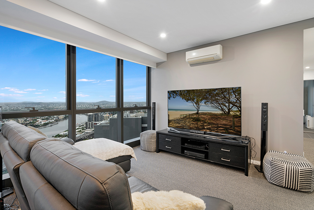 Stunning Views and Luxurious inner City Living