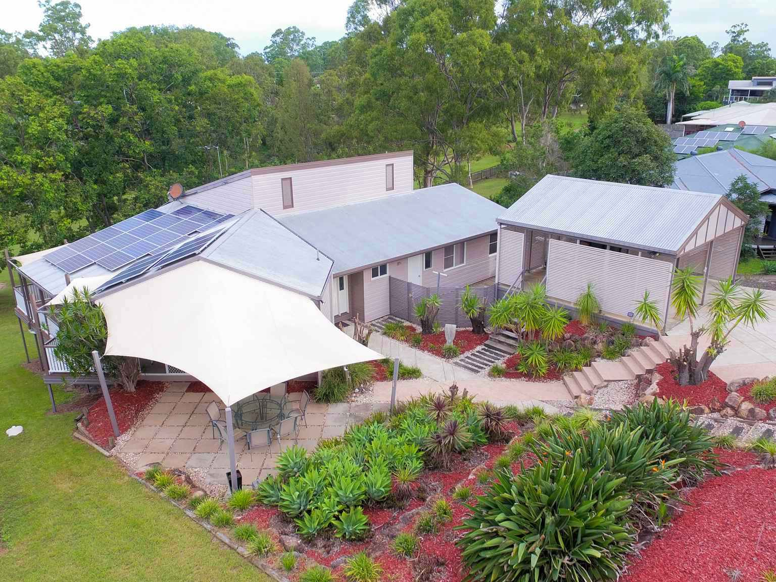 PRESTIGE HOME WITH GOLF COURSE FRONTAGE
