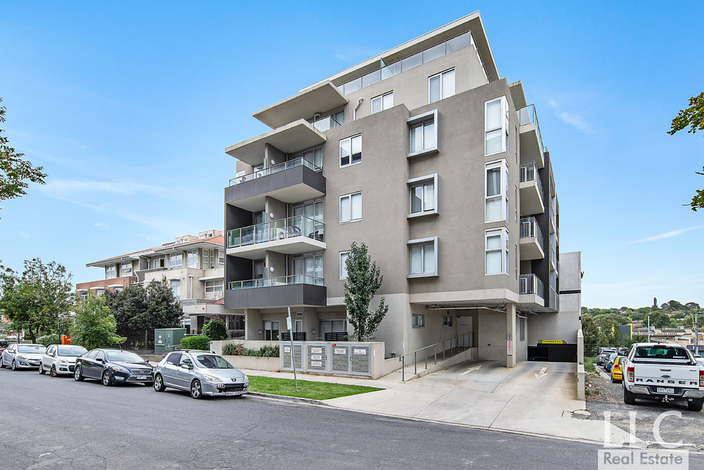 Contemporary Apartment with Extreme Convenience, What an Opportunity!