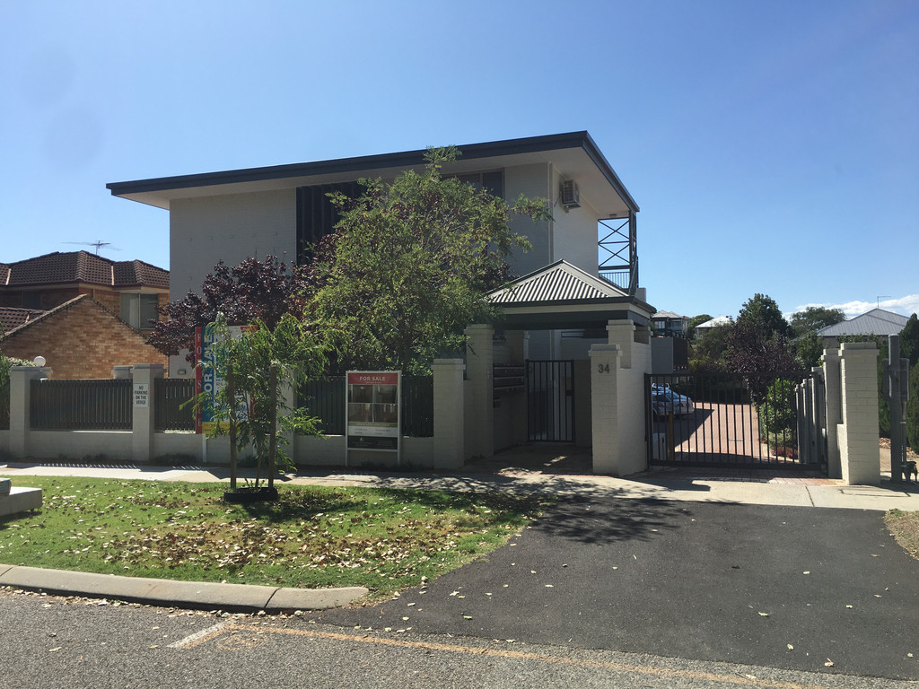 1X1 Fully Furnished Unit In Great Location