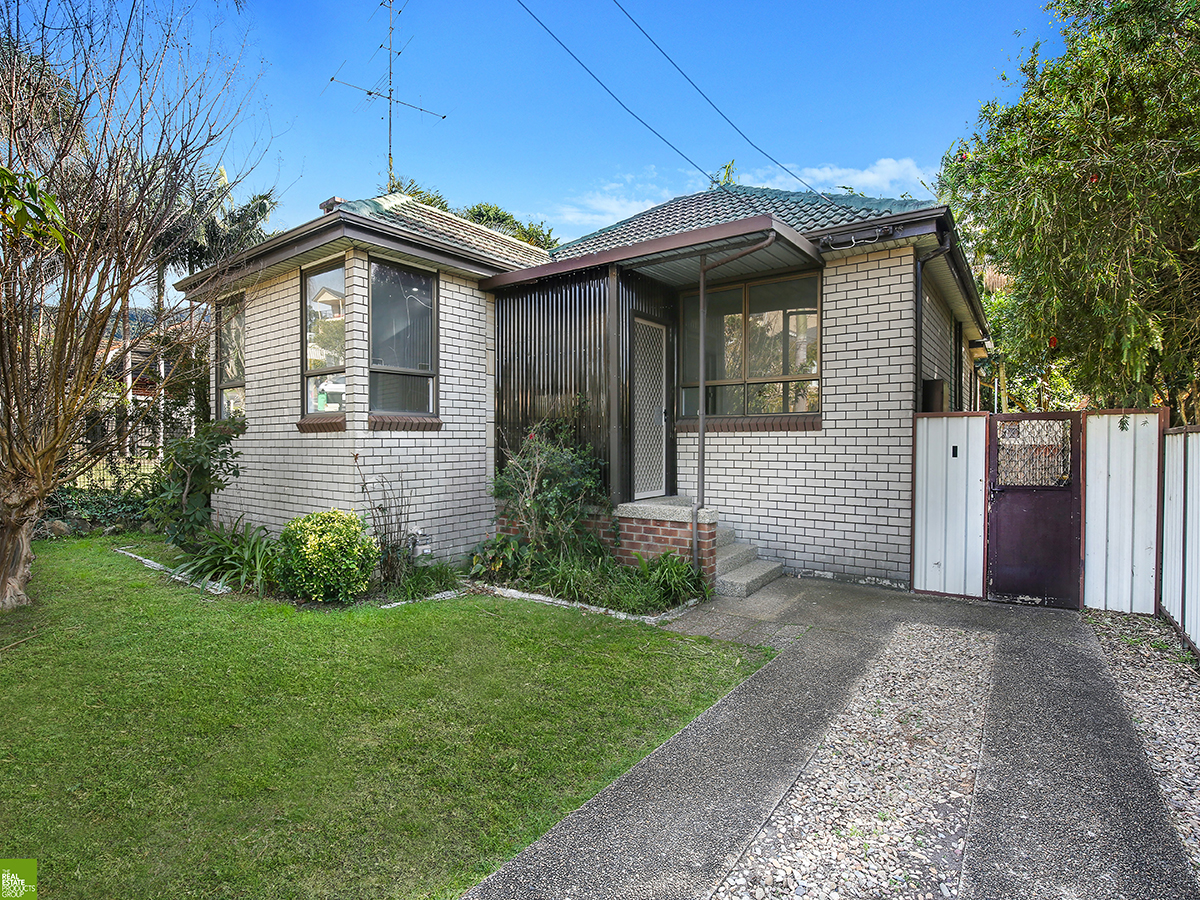 4 Bedroom Home with Garden Maintenance Included!