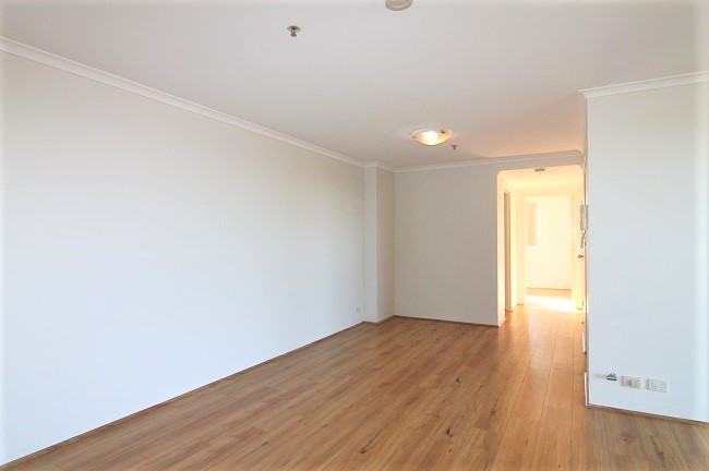 North East facing 3 bedroom apartment with floorboards