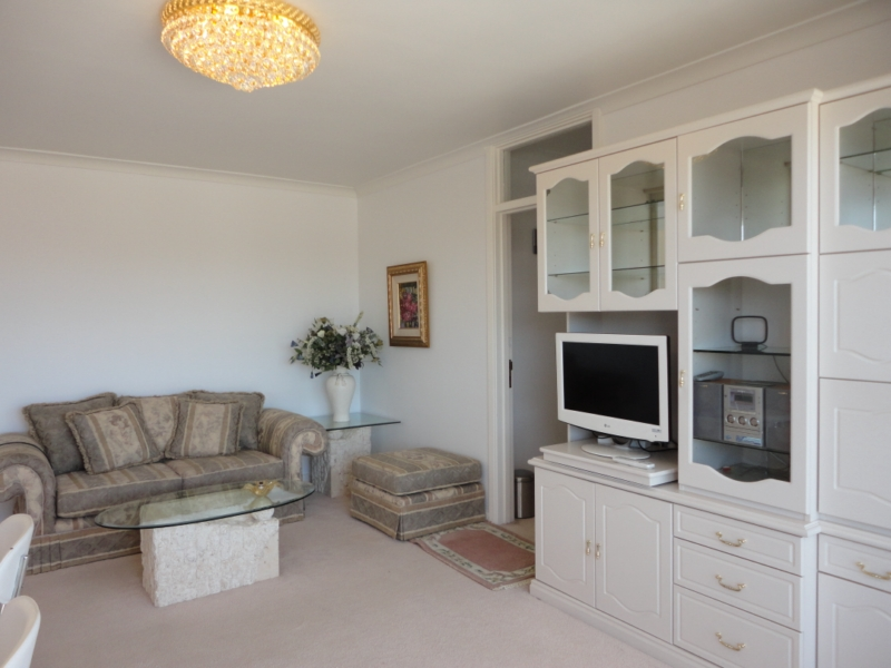 Fully Furnished Apartment In Ideal Location!