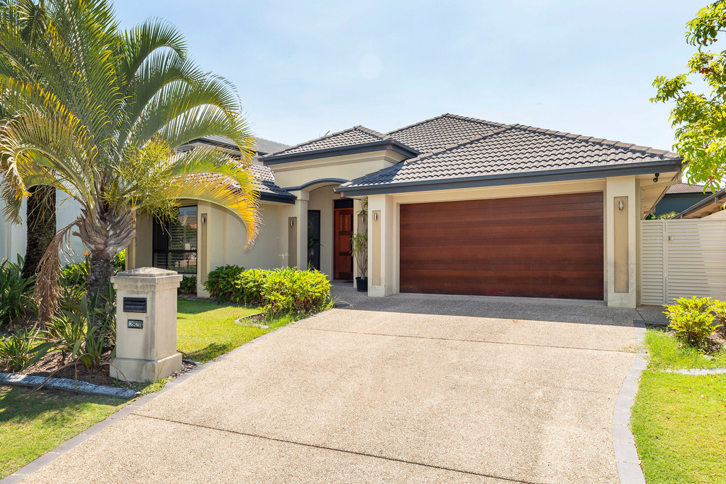 5 Bedroom, Single level luxury home in Gracemere