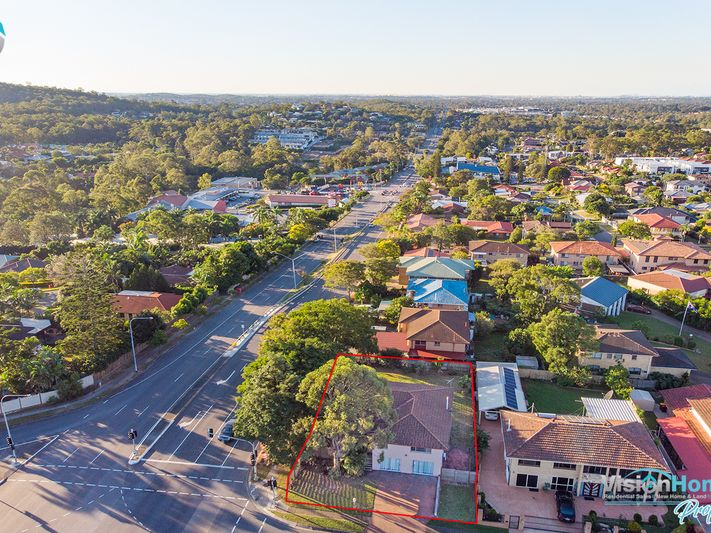 Mansfield Magic – Massive 756m2 – Dual Living 14km from Brisbane CBD