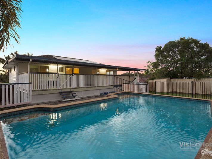 Living Done on Tiverton – with a view!  11km to Brisbane CBD
