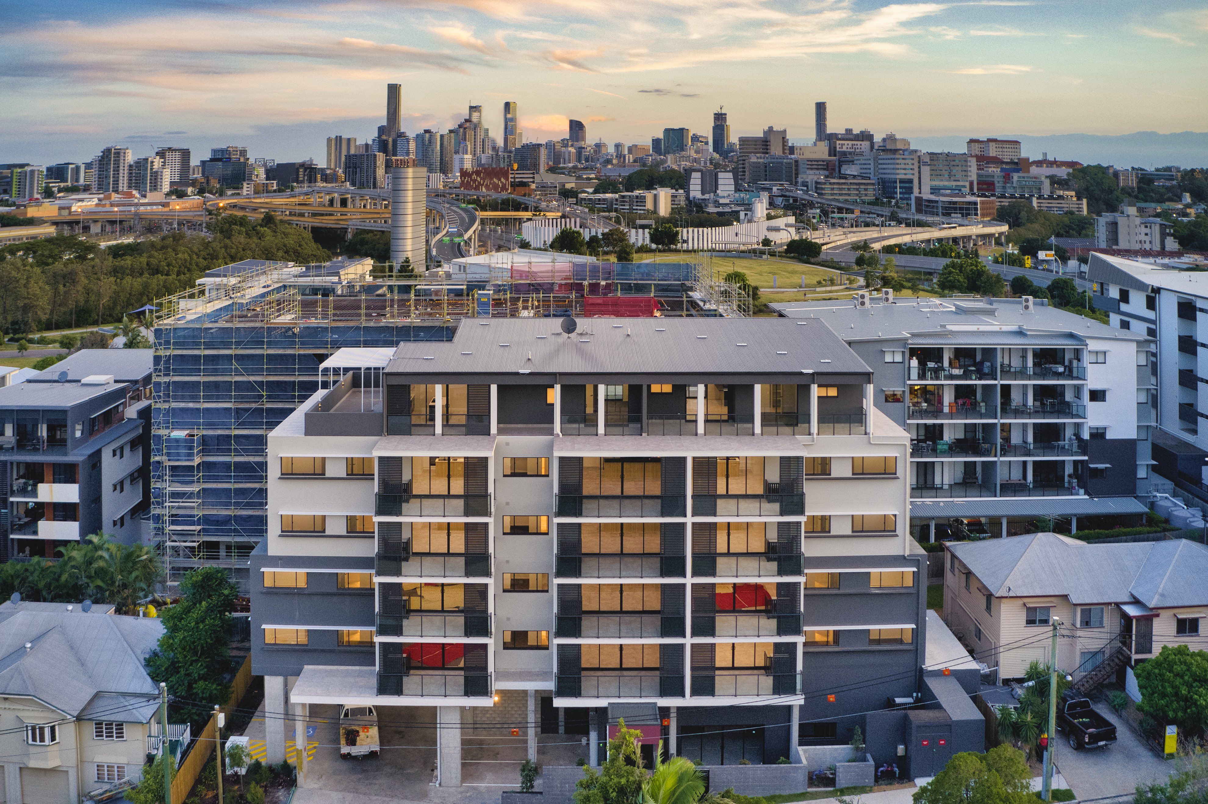 Brand New – Sophisticated and Chic Inner City Living
