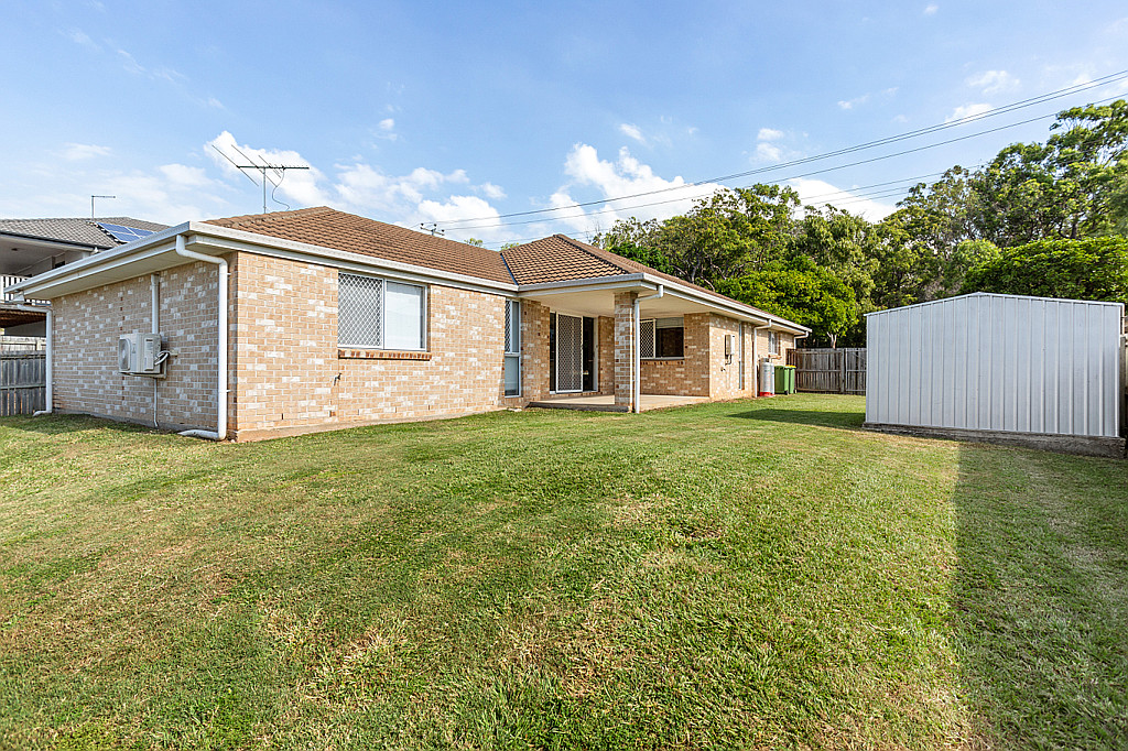 Spacious Family Home with Side Access in a Fantastic Location!