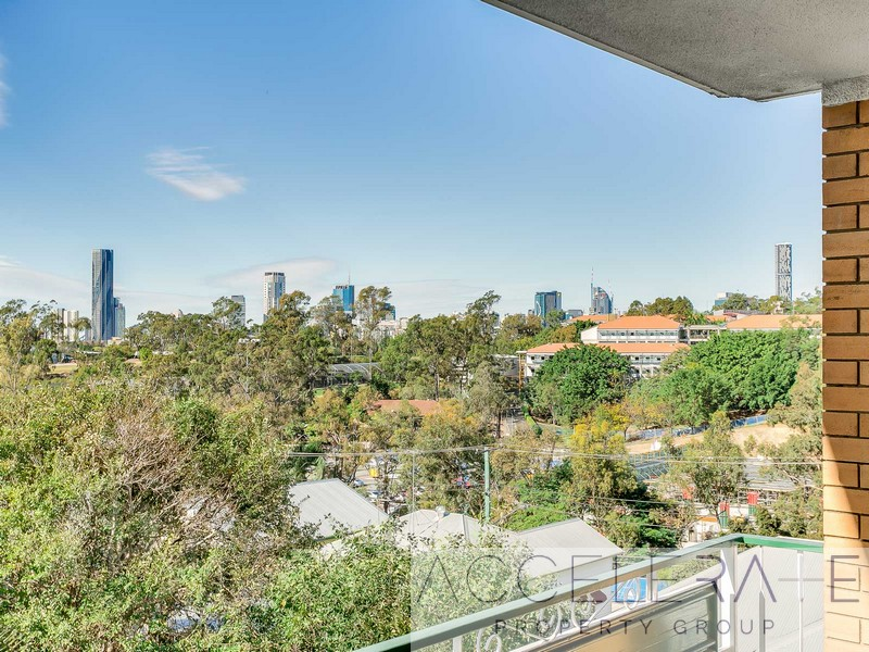 City view apartment in Herston