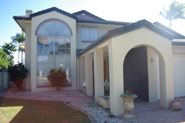 Immaculate home within a short drive to Mt Ommaney Shopping Centre