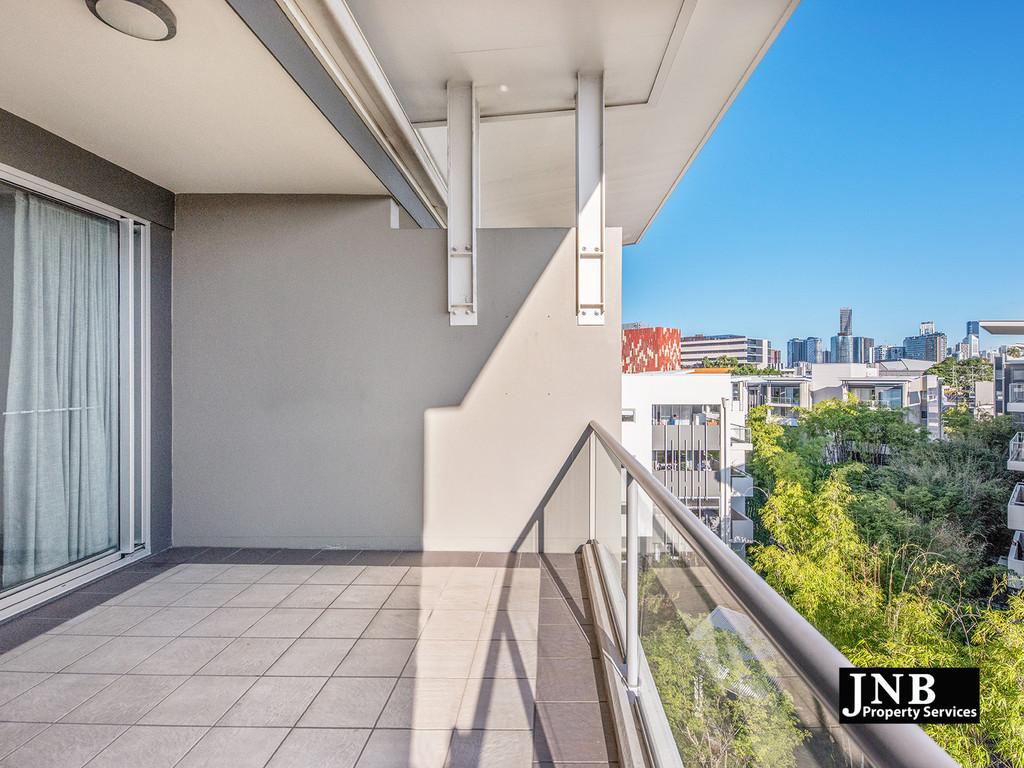 Move In Now – Top Floor Dwelling !