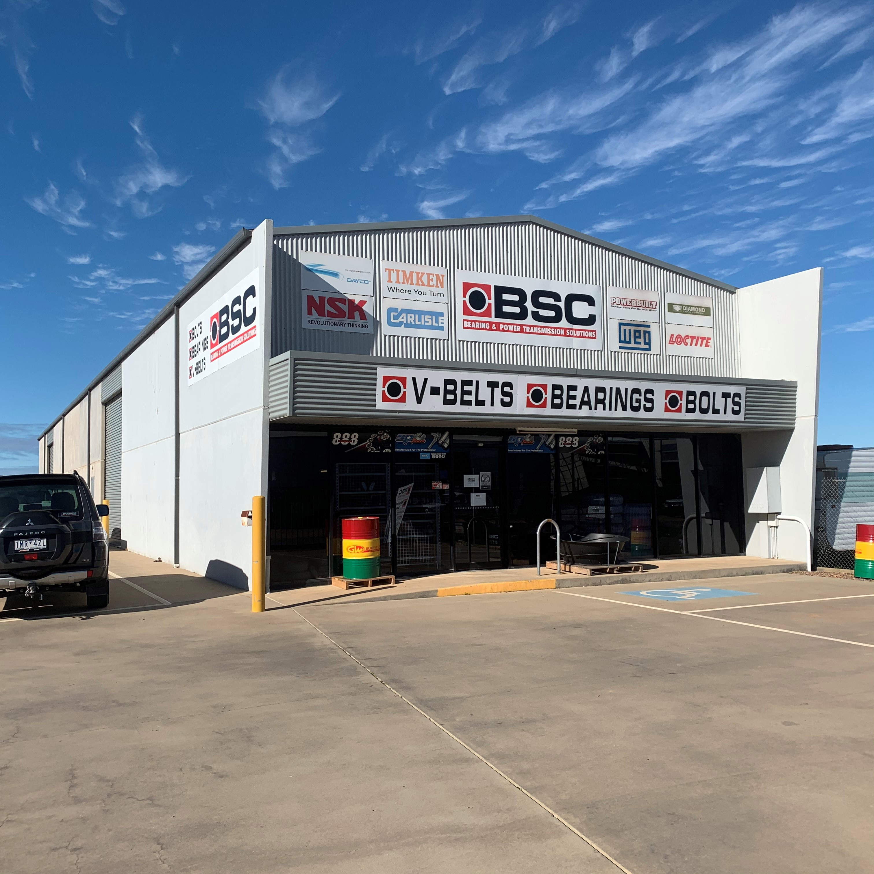 480m² Warehouse with Showroom