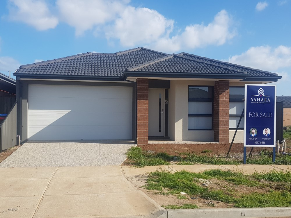 BRAND NEW NORTH FACING HOUSE, READY TO MOVE IN !!!