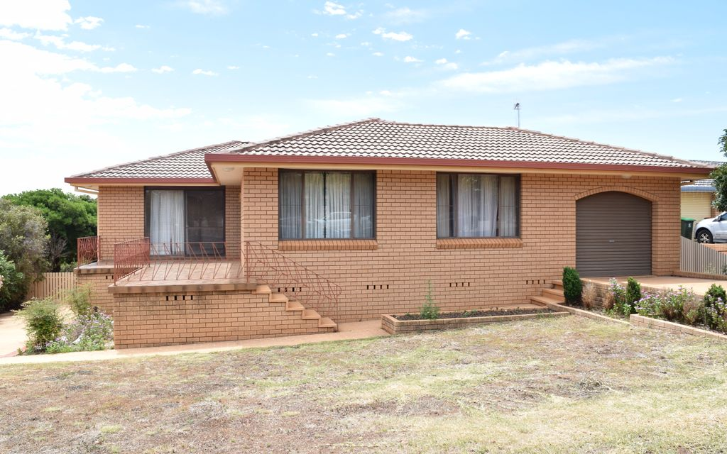 Family friendly home with a view – Available now