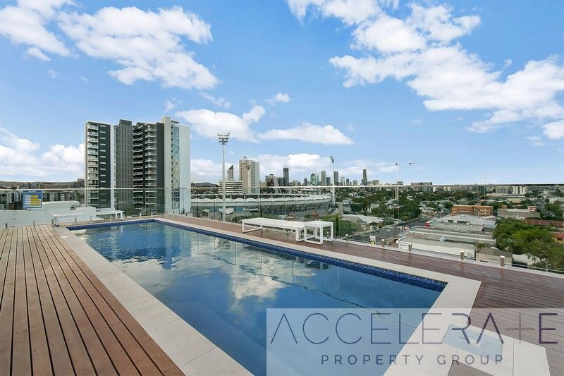 Fully-Furnished Near-New Apartment in East Brisbane