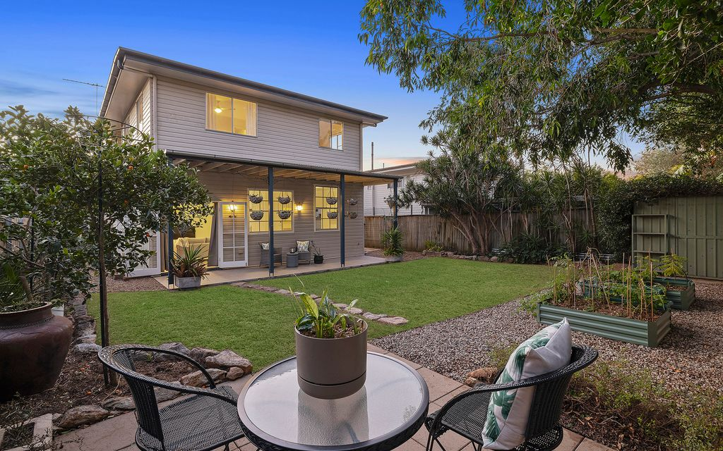 Dual Living in Mitchelton