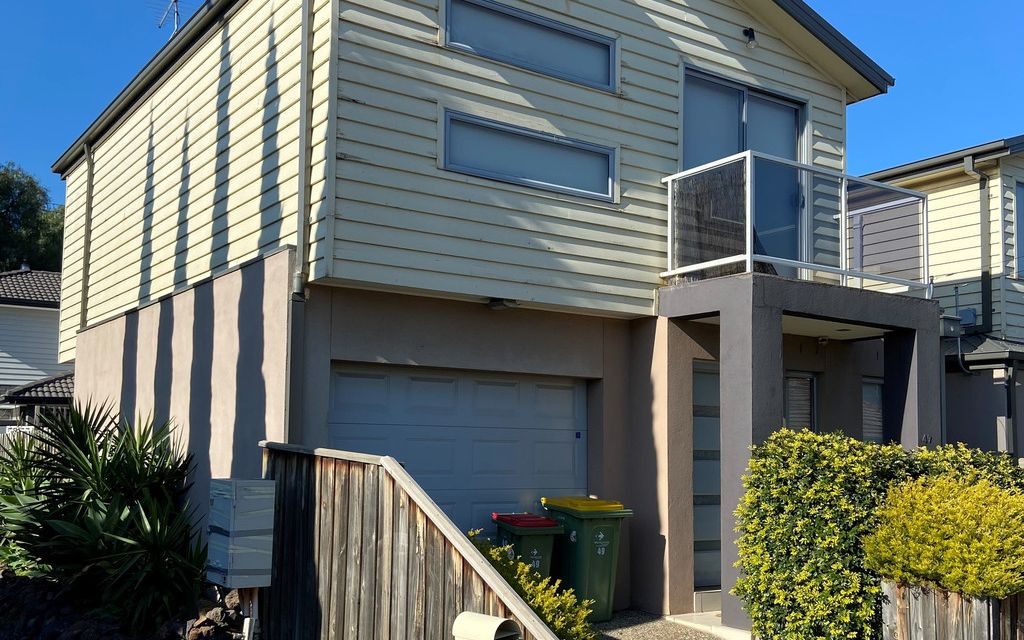 LIGHT AND BRIGHT 3 BED TOWNHOUSE