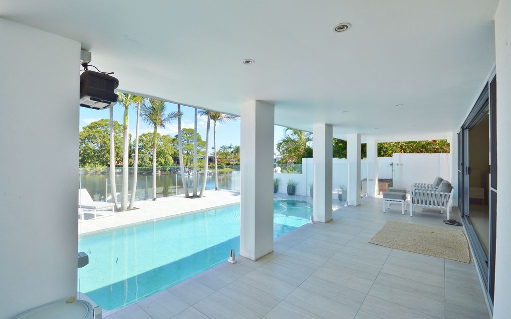 WATERFRONT PROPERTY IN SOUGHT AFTER SORRENTO -FULLY FURNISHED