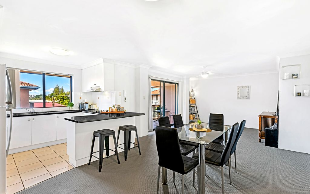Top Floor – Ideal Lifestyle Investment – Central Sought After Location