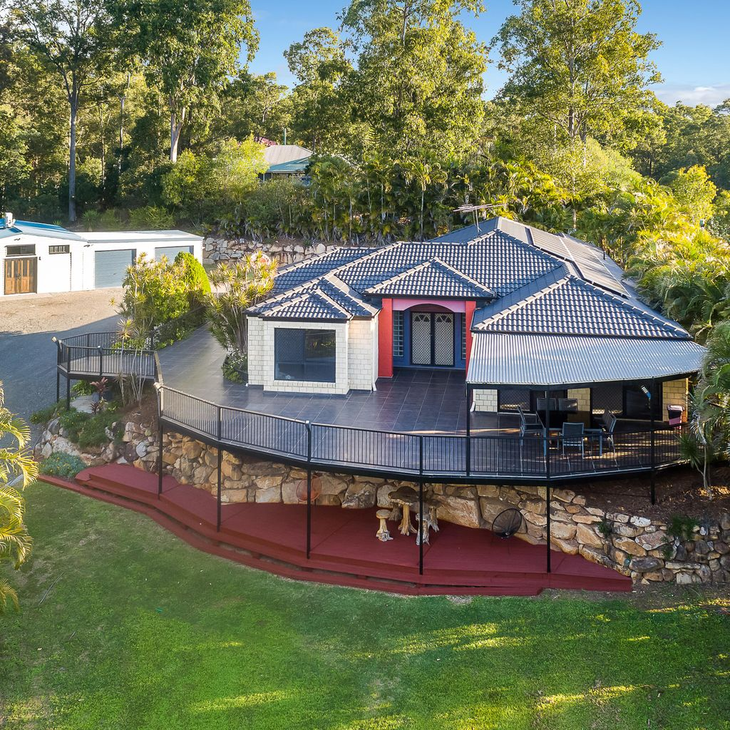 Stunning Acreage Living at its Best