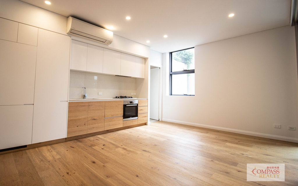 Like new modern 2 Bedroom Apartment