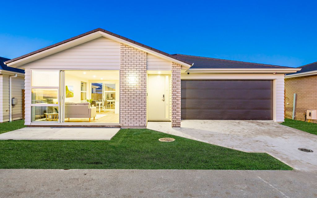 """Brick & Weatherboard – with Park views!"""