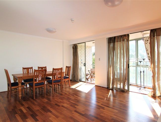 North facing 2 bedroom apartment with timber floorboards