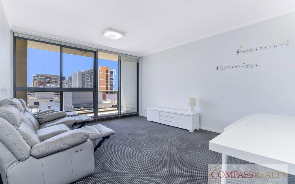 3 bedroom Apartment @ Coronet !