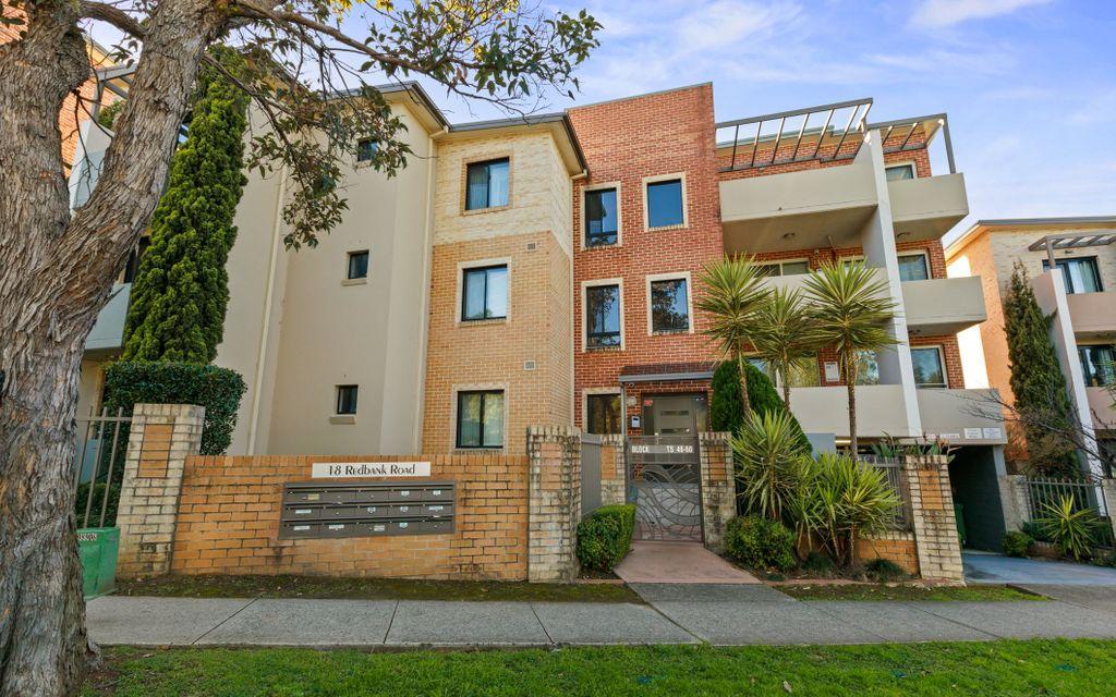 Spacious Apartment with Balcony Garden Views