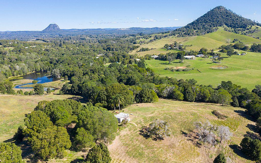 Mountain Views…Idyllic Large Rural Acreage!
