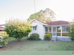GREAT AFFORDABLE AND SPACIOUS FAMILY HOME, EASY TRAIN ACCESS FOR THE CBD COMMUTER