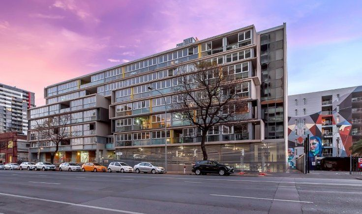 Stylish Two Bedroom City Apartment  (Two Carports Negotiable)