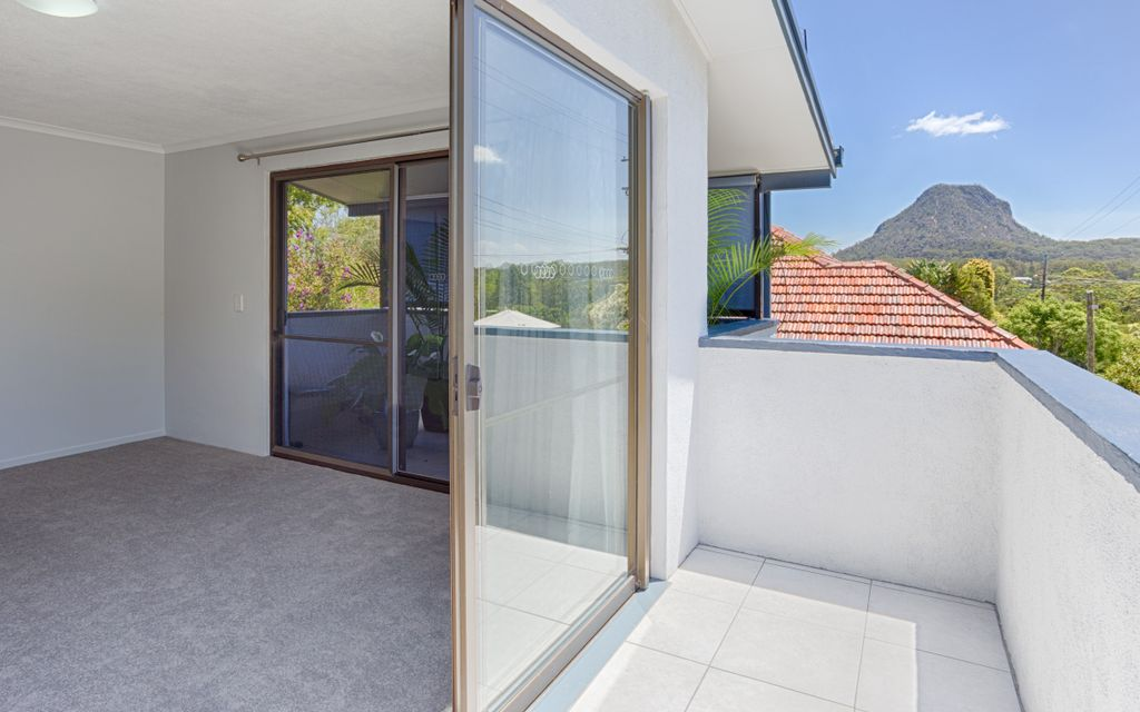 ***UNDER APPLICATION *** Modern unit with Mt Cooroora views