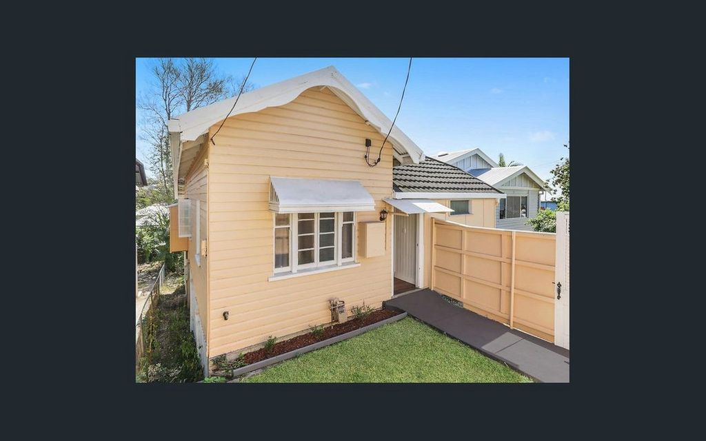CHARMING ENTRY LEVEL QUEENSLANDER IN ULTRA CONVENIENT, INNER CITY LOCATION