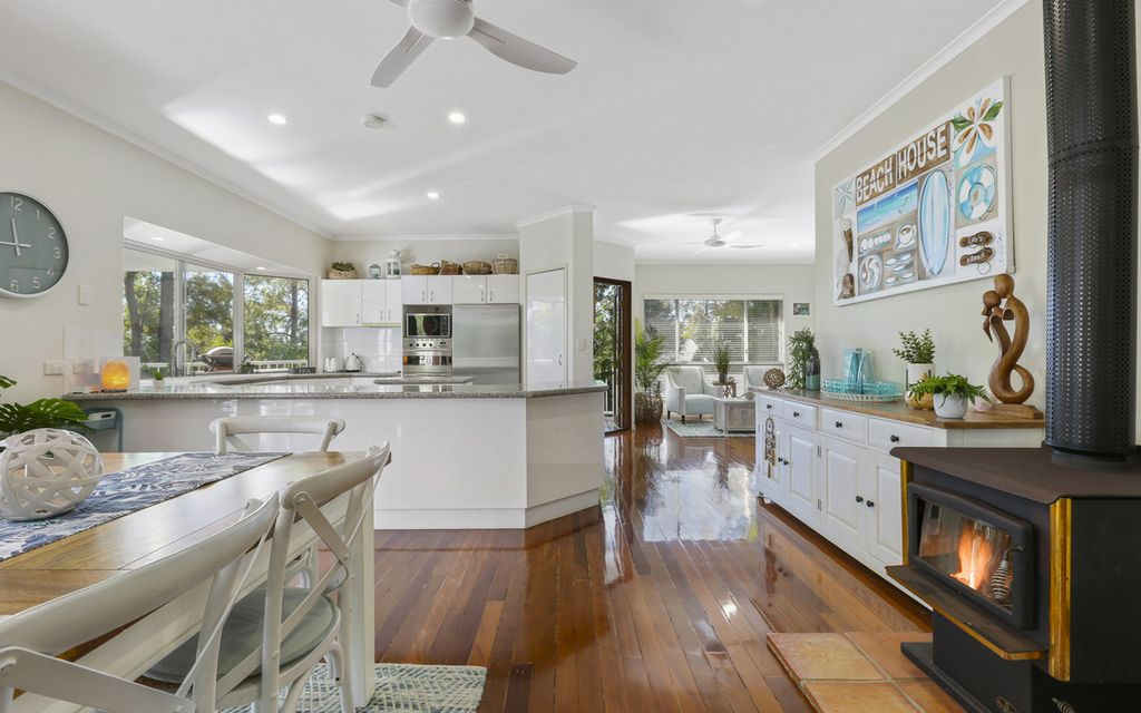 Modern Hamptons entertainer with dual living